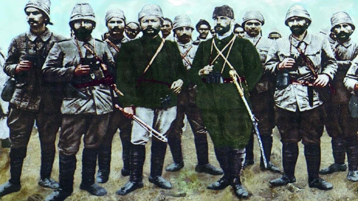 Mustafa Kemal Trablus'ta. (1912) -  Kaynak: Wikimedia Commons'tan Özgür medya deposu