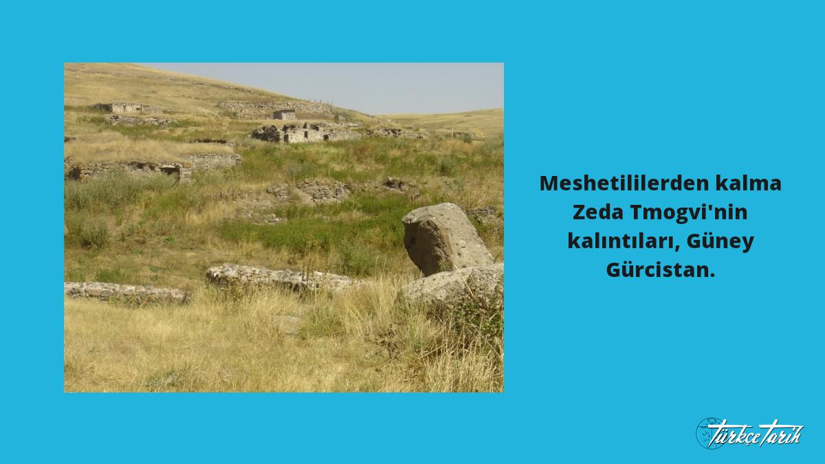 Meshetililerden kalma Zeda Tmogvi'nin kalıntıları, Güney Gürcistan -  Rusudan Beridze (Serafita) - (Original text: სერაფიტას პირადი არქივიდან)(Original text: From private archive of Serafita), CC BY-SA 3.0,  Kaynak: