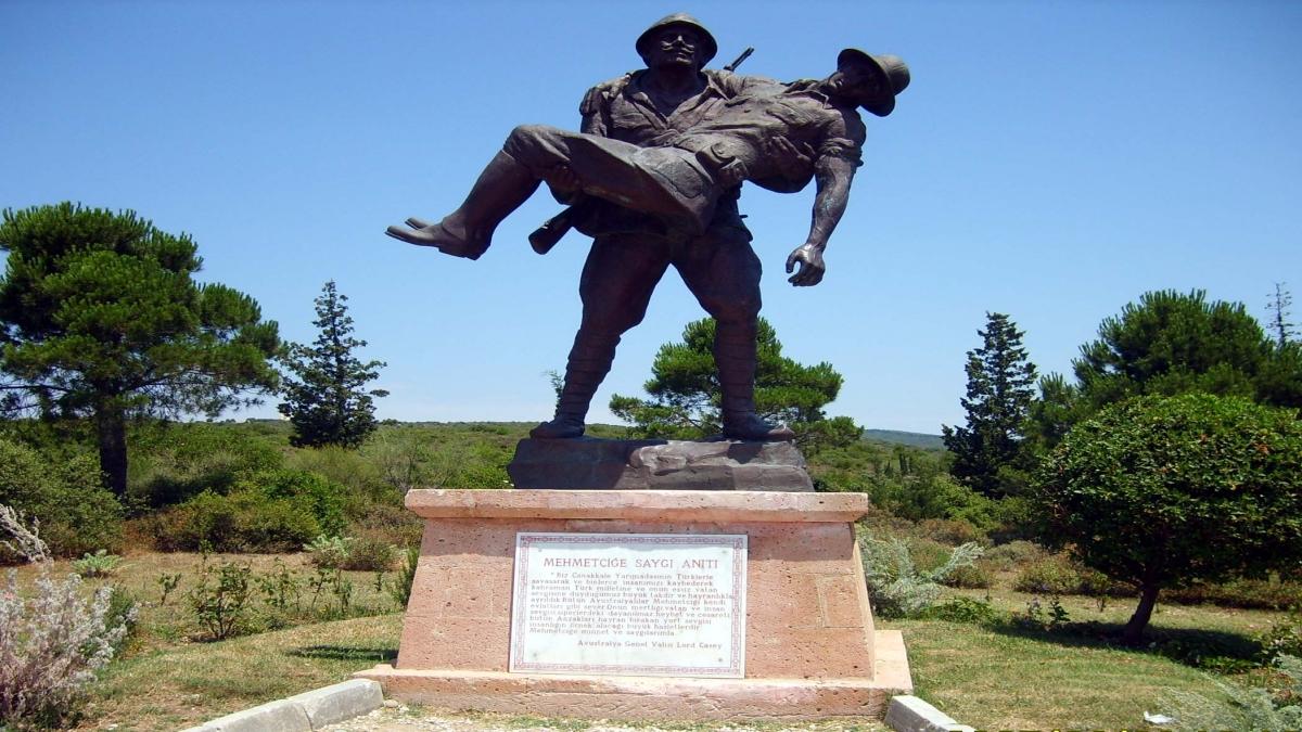 Mehmetçiğe Saygı Anıtı Kaynak: Wikimedia Commons'tan Özgür medya deposu