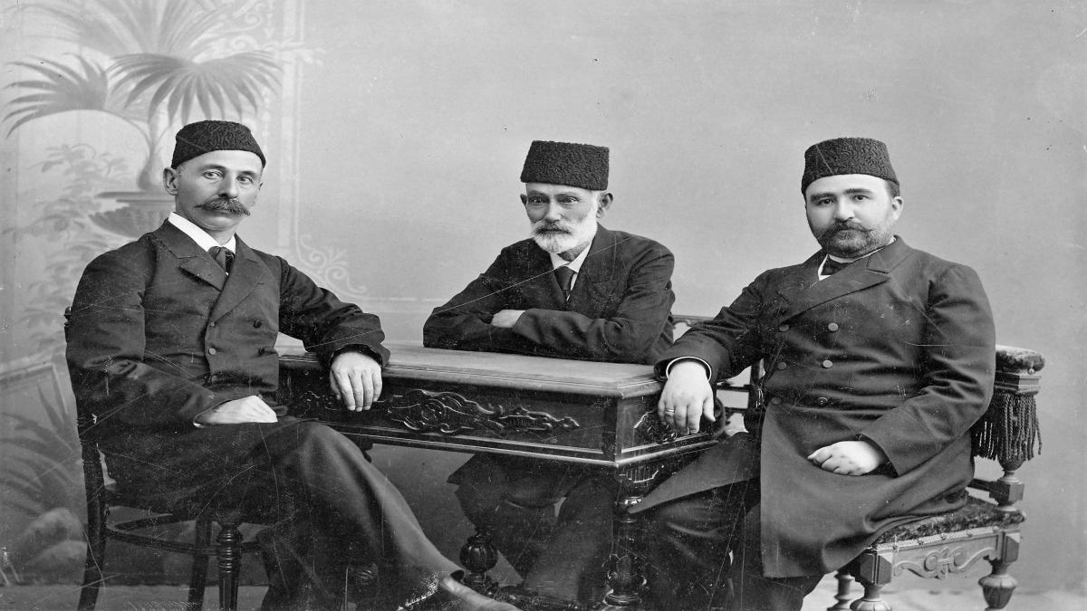 İsmail Gaspıralı, Hasanbey Zerdabi ve Alimerdan Topçubaşov. (Bakü, 1903) Kaynak: Wikimedia Commons'tan Özgür medya deposu