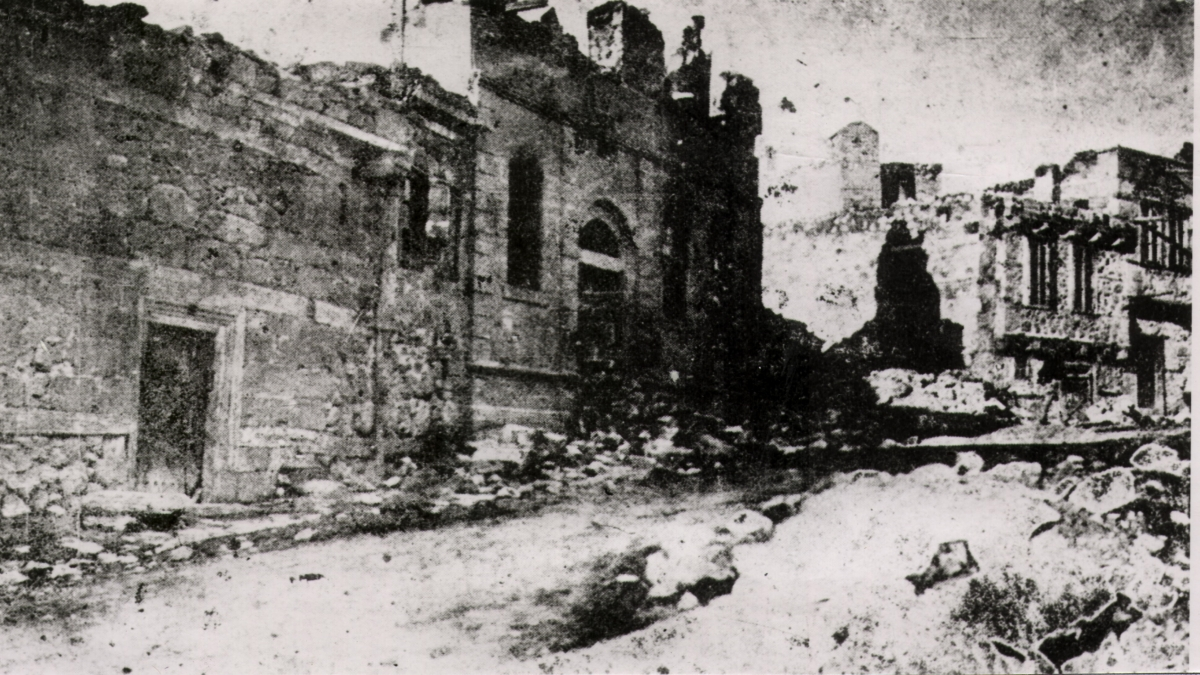 A mansion in Erzurum, in which Turks are being burned by Armenians. Kaynak: Wikimedia Commons'tan Özgür medya deposu