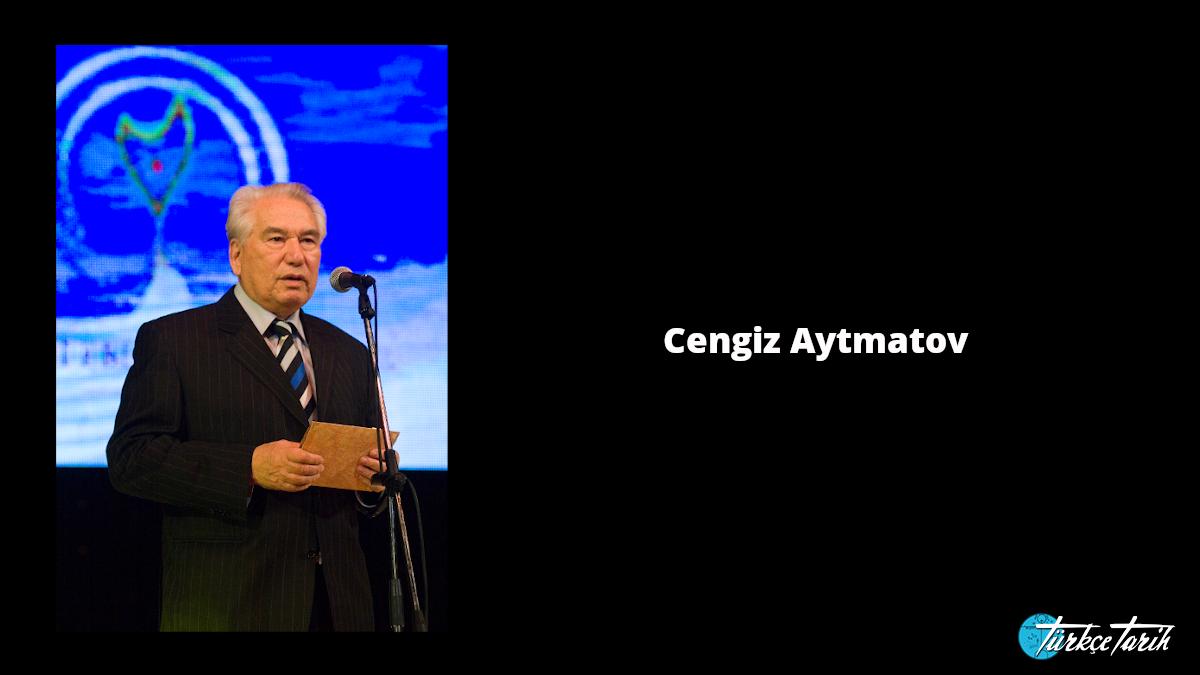 2007 yılında kazandığı Altın Yürek Edebiyat Ödülü'nü alırken Aytmatov - Kaynak: Wikimedia Commons'tan Özgür medya deposu