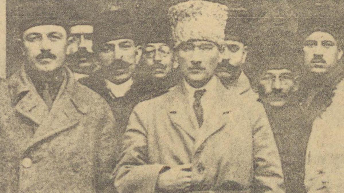 Kurtuluş savaşı hazırlıkları Taha Toros Arşivi, Dosya Adı: 1939-2000 Atatürk'ü Anma Törenleri. Not: Ölümünün 10. yıldönümünde Hürriyet Gazetesi 8. Gün Dergisi tarafından çıkarılan Mustafa Kemal Atatürk özel sayısıdır. Kaynak: İstanbul Şehir Üniversitesi Arşivi