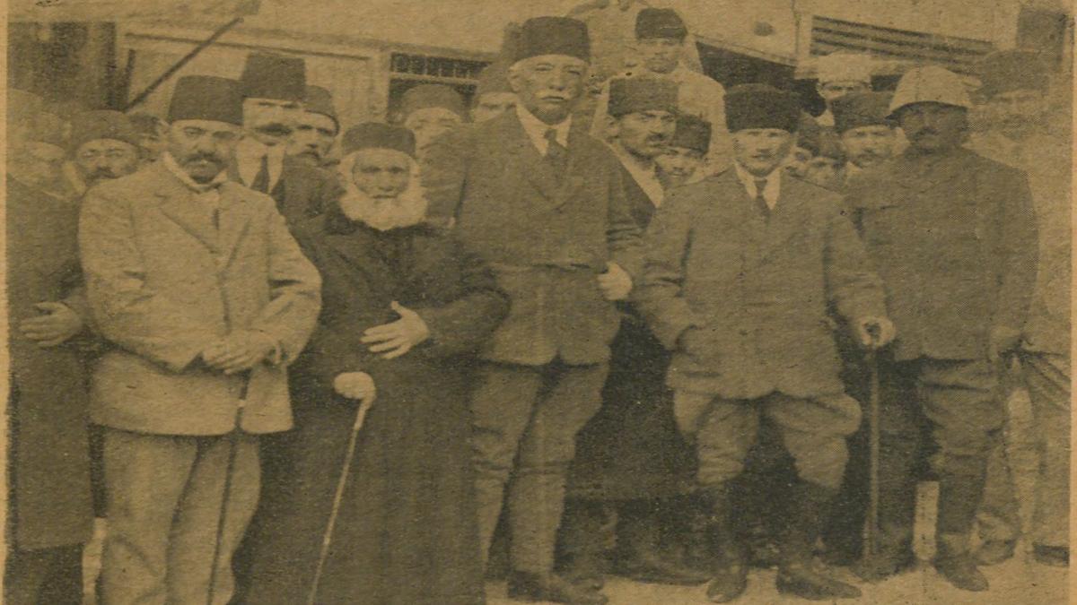Taha Toros Arşivi, Dosya Adı: Milli Mücadele Tokatta Sivas kongresi hazırlıkları Atatürk, sağında Bekir Sam,i solanda Rauf Orbay Kaynak: İstanbul Şehir Üniversitesi Arşivi
