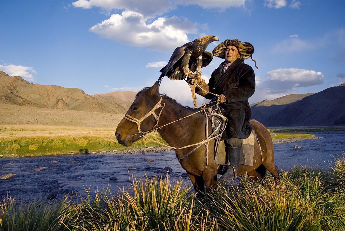 Kazak Kartal eğiticisi. Kaynak: Envato fotoğraf arşivi